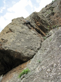 Climbing a corner on stemples.