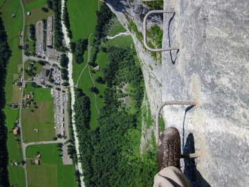 The view down as I traversed across the Lauterbrunnen cliffs.