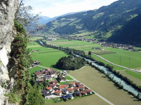 The view of the Zillertal from the Klettersteig Pfeilspitzwand.