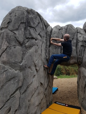 Climbing on The Arches boulder at Fairlop Waters Boulder Park. Copyright: Valerie Van den Hende